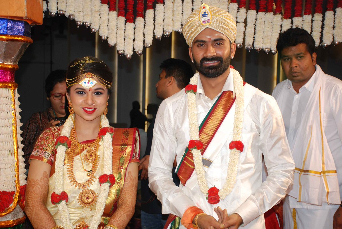 Kannada actor Yogesh ties the knot with girlfriend Sahitya; look who Loose mada yogesh family photo