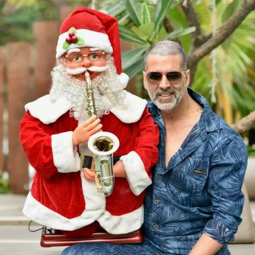 Akshay Kumar is making the most of his break and his new haircut is proof