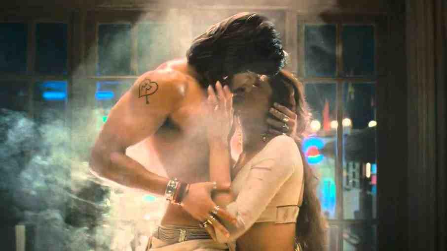 Image result for goliyon ki raasleela ram-leela kissing scene